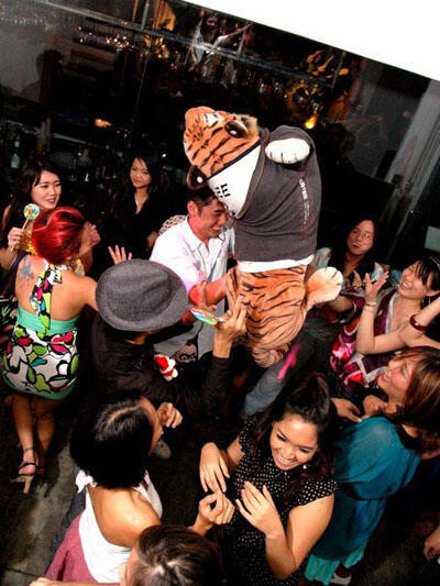Big Cat Crowdsurfing.