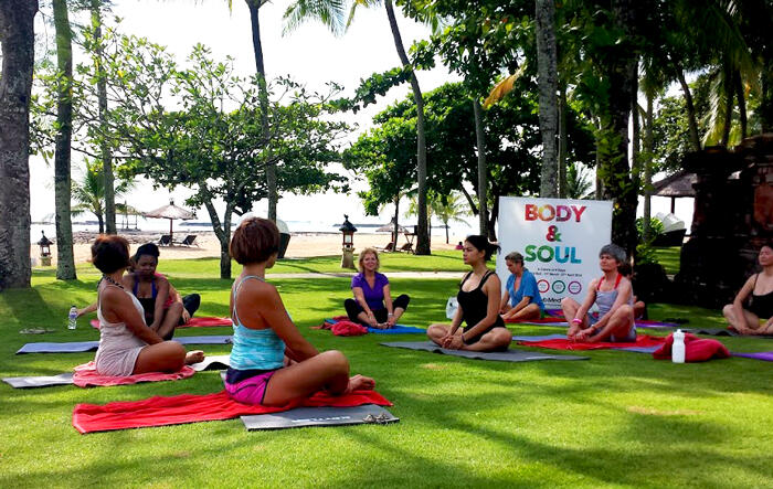 yoga-beach-clubmed-bali