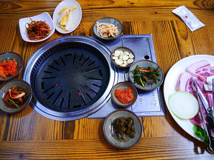 jeju-korea-29-traditional-korean-bbq-house