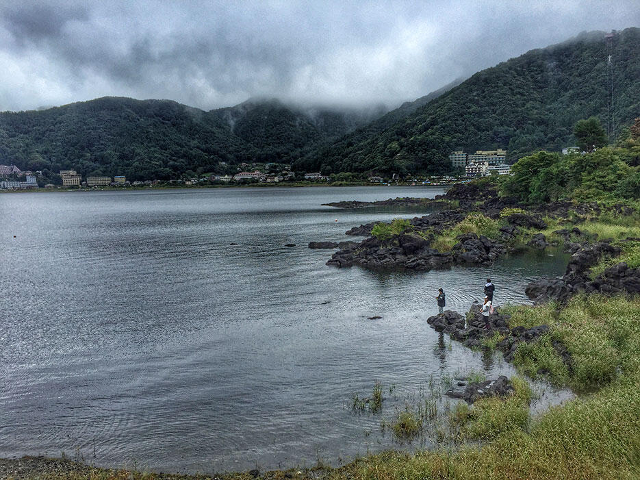 japan-12-lake-kawaguchiko-mt-fuji-fishing