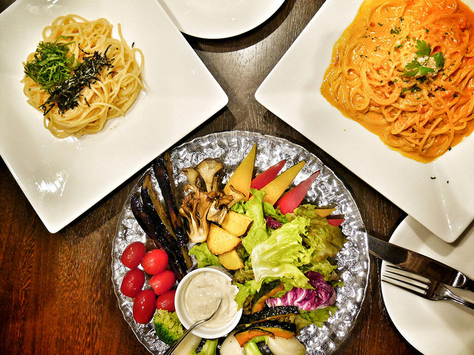 japan-14-lake-kawaguchiko-mt-fuji-heidis-restaurant-mentai-uni-pasta-salad