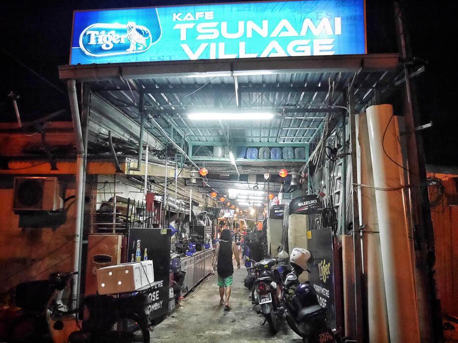 penang-batu-ferringhi-beach-14-tsunami-village-seafood