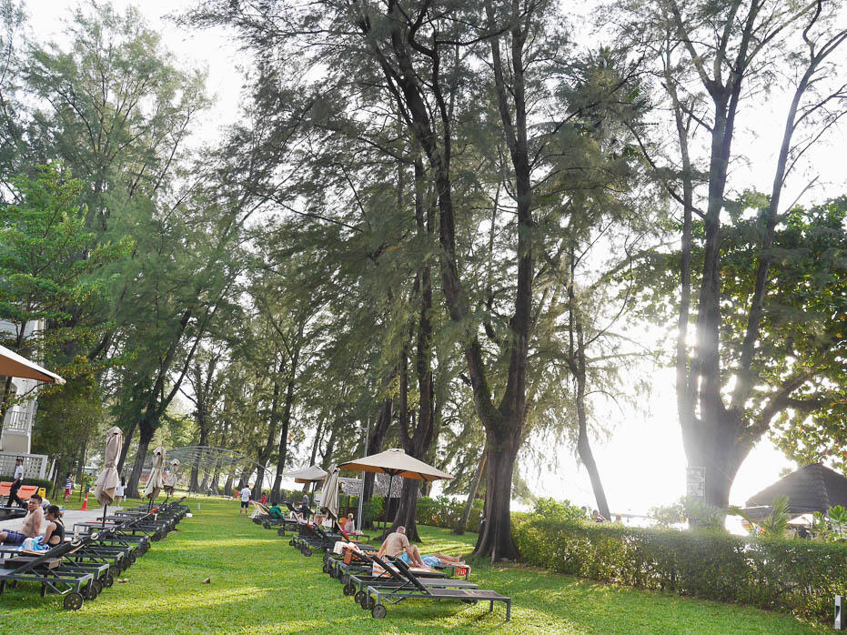 penang-batu-ferringhi-beach-154-lone-pine-hotel