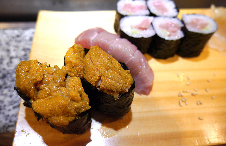 a-sushi-bar-nakano-5-uni-sea-urchin