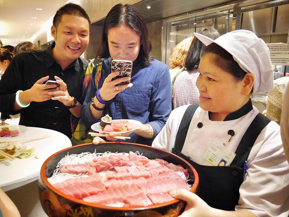 b-isetan-the-japan-store-lot-10-launch-7-the-market-tuna-sashimi