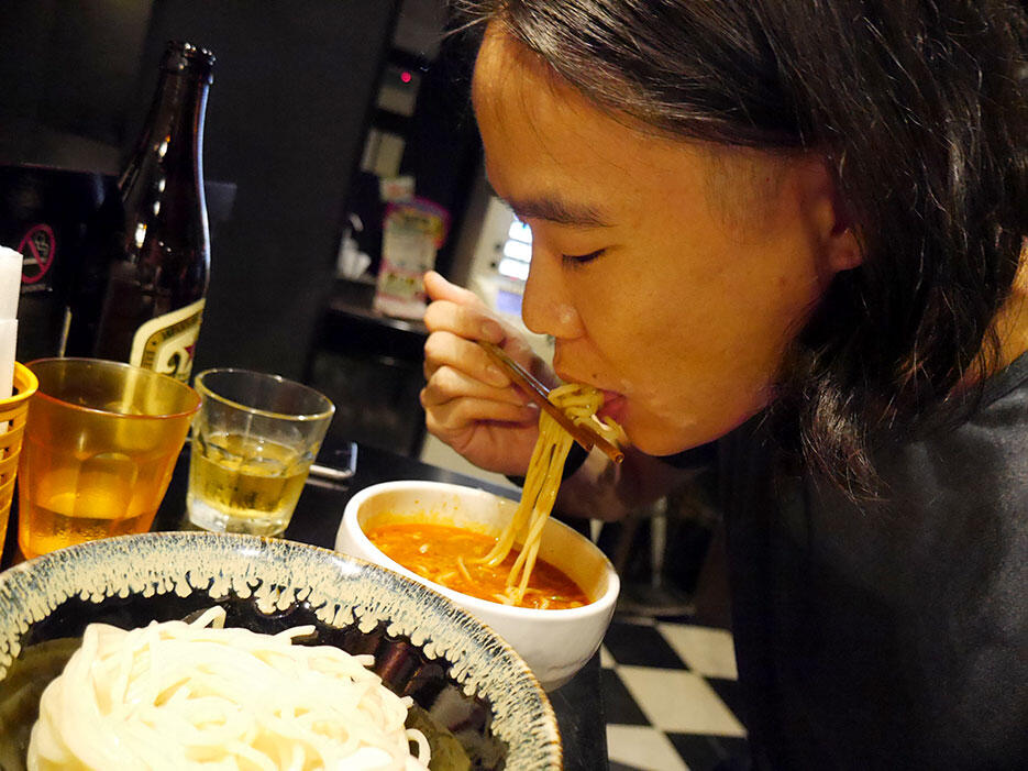 b-saikoro-ramen-restaurant-tokyo-japan-5-spicy-tsukumen