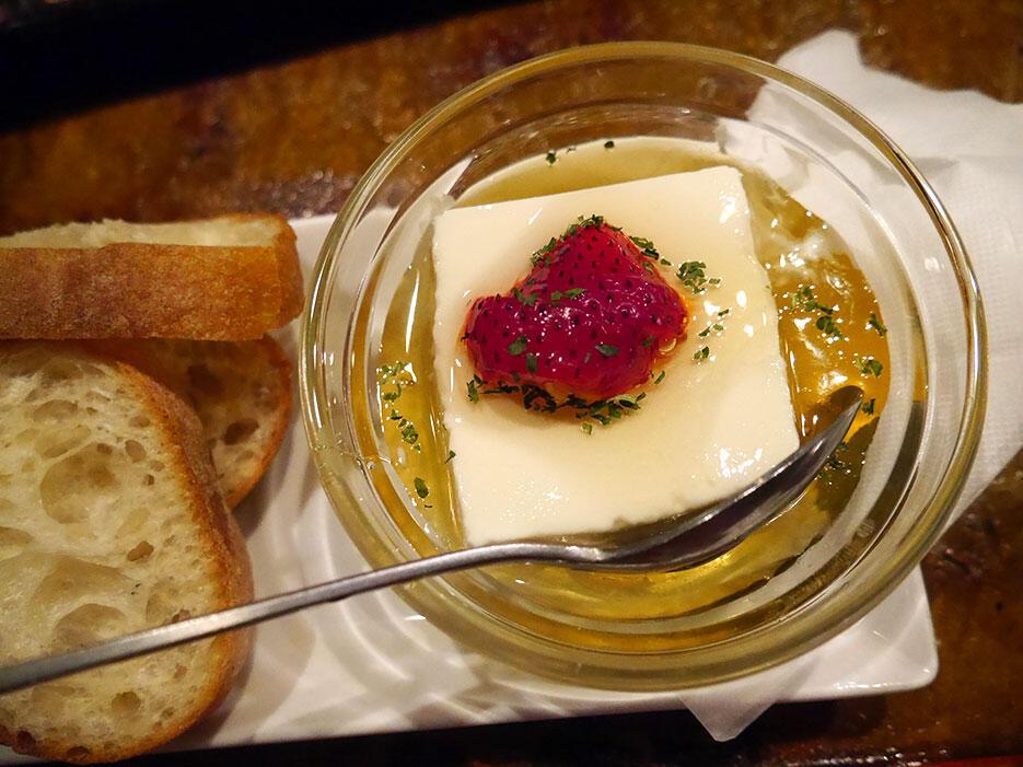 e-35-steps-bistro-shibuya-tokyo-6-cheese-tofu-honey-toast