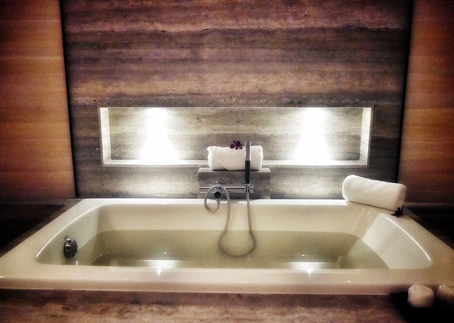 eos-wellness-eo-st-mary-residences-9-jason-microsilk-hydrotherapy-bathtub