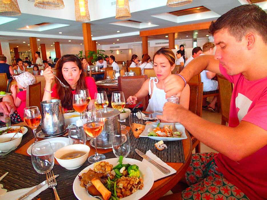 club-med-cherating-32-buffet-lunch