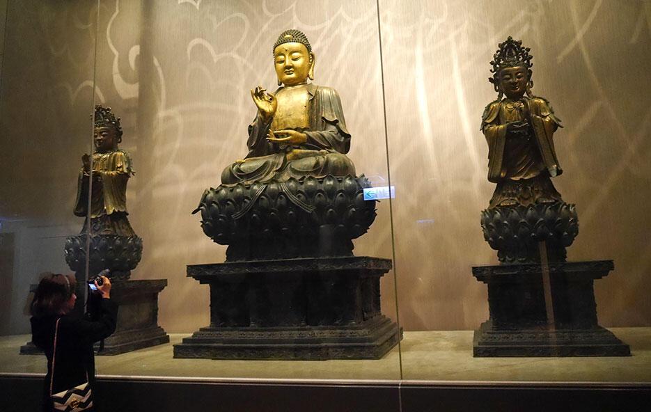 a-taipei-taiwan-6-gold-buddha-national-palace-museum