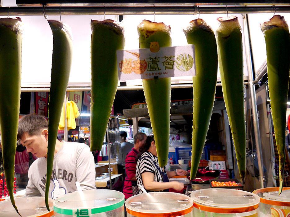 a-tainan-street-food-17-giant-aloe-vera