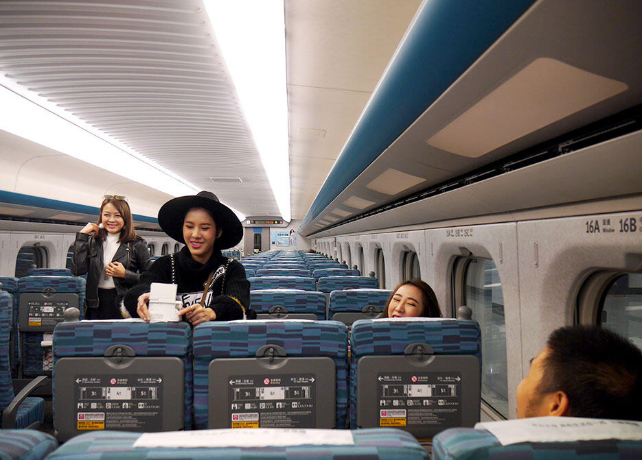 a-tainan-taiwan-4-high-speed-rail-train-interior