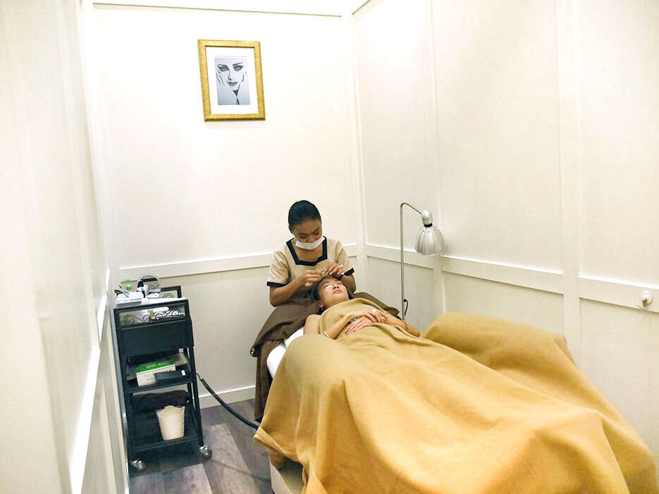 salon-blanc-pavilion-malaysia-2-eyelash-extentions-beauty-treatment-area