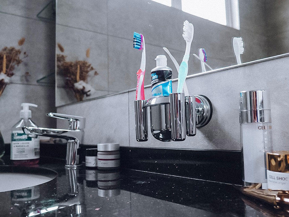 casa-fairy-feca-malaysia-interior-design-20-diana-toothbrush-holder-master-bathroom-counter