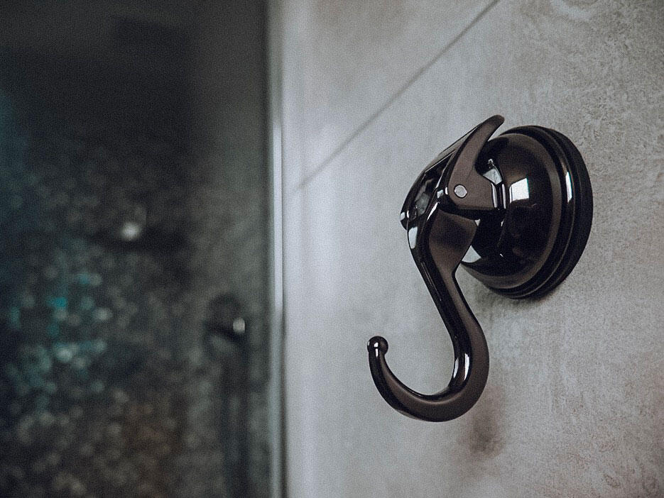 casa-fairy-feca-malaysia-interior-design-27-master-bathroom-earl-suction-hook-black-nickel
