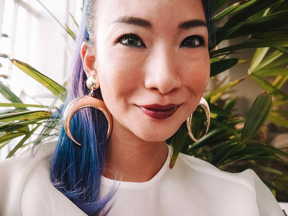 nastygal-crescent-earrings-buyandship-1-joyce-wong-malaysia