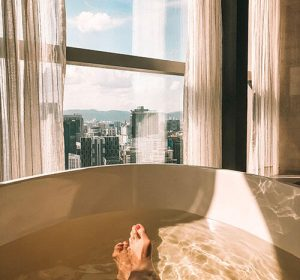 the-banyan-tree-spa-FP-kl-malaysia-bathtub-city-view